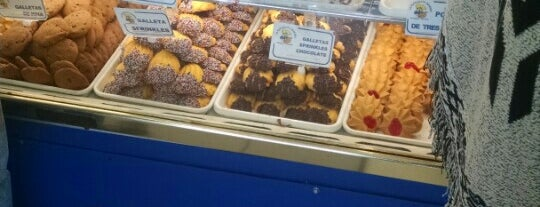 La Espiguita Bakery is one of Tempat yang Disukai Lola.