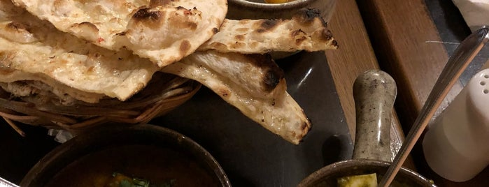 Samosa & Company Indian Food is one of Claudio 님이 저장한 장소.