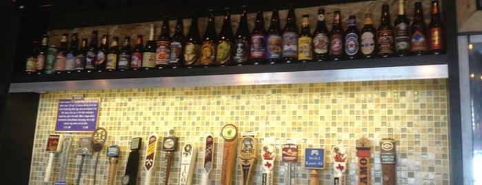 Beerfoot Beach Bar is one of Lieux qui ont plu à Jonathon.