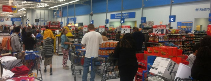 Walmart Supercenter is one of Locais curtidos por Fernanda.