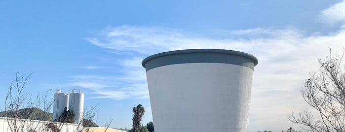 Worlds Largest Paper Cup is one of Quirky Landmarks USA.