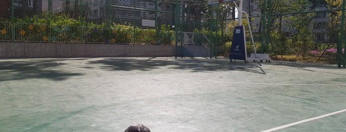 Wirye Hanbit Middle School is one of Lieux qui ont plu à Inho.
