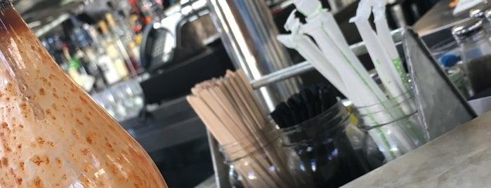 Greenleaf Gourmet Chopshop is one of Locais curtidos por Shamus.