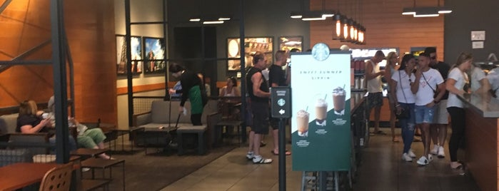 Starbucks is one of Lugares favoritos de Jason.