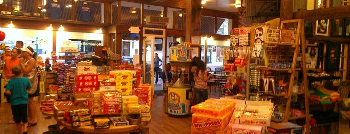 Scrumptious Ice Cream And Candy Shop is one of Freaker USA Stores Mountains.