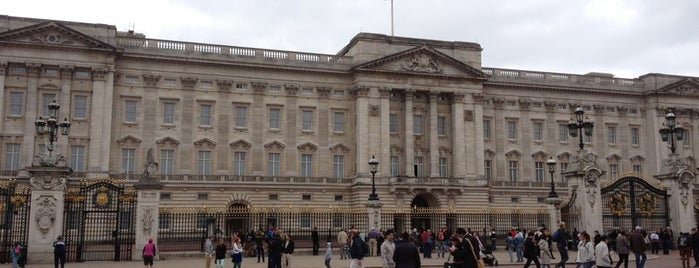 Buckingham Palace is one of Must go when you are in London.