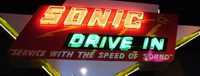 Sonic Drive-In is one of Orte, die Brian gefallen.