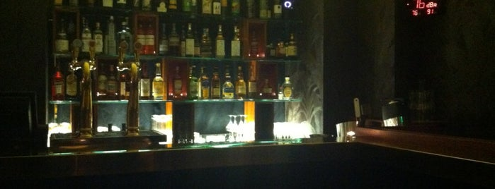 Joséphine is one of Bars a tester.