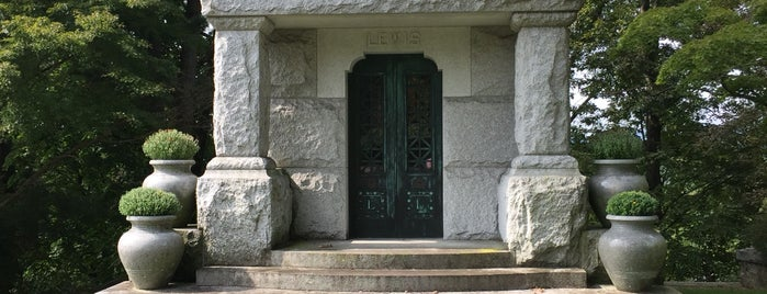 Sleepy Hollow Cemetery is one of Ben : понравившиеся места.