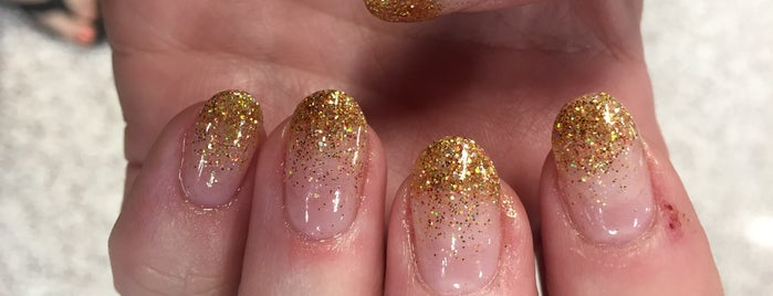 Lovely Nails is one of Locais curtidos por Isabella.