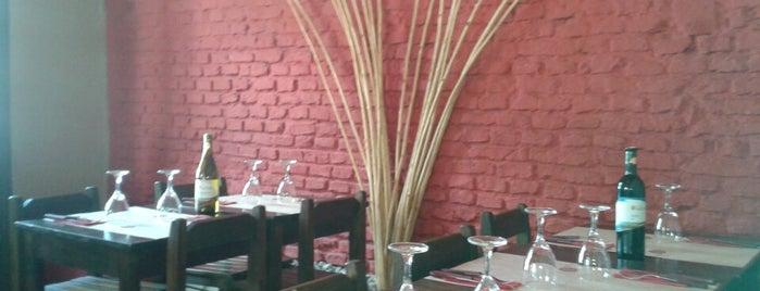 A Punto Parrilla is one of Tempat yang Disukai Andrea.