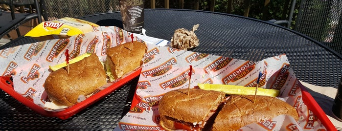 Firehouse Subs is one of Locais curtidos por Toni.