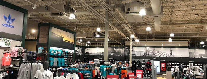 DICK'S Sporting Goods is one of A.R.T : понравившиеся места.
