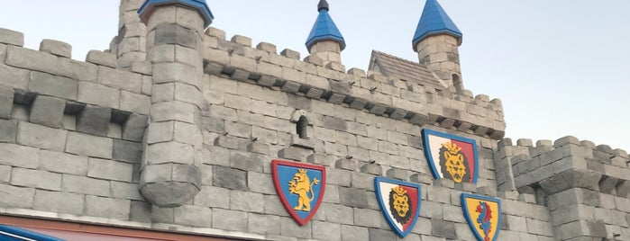 The Dragon is one of Mo's Liked Places.