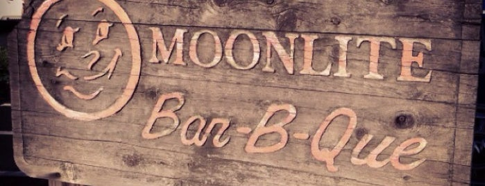 Moonlite Bar-B-Q Inn is one of Locais curtidos por Jerry.