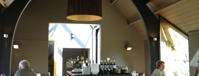 Alex Restaurant is one of placestobe.