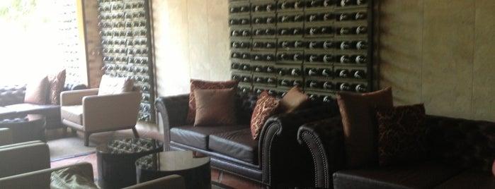 Spezia Restaurant is one of Posti che sono piaciuti a Andrés.