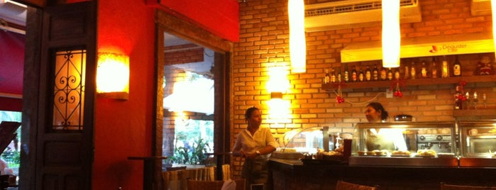 Déguster Café is one of Gilce Elaine 님이 저장한 장소.