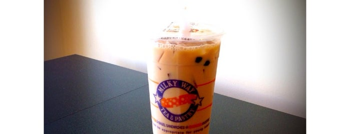 Milky Way Tea & Pastry is one of Locais salvos de Daviana.