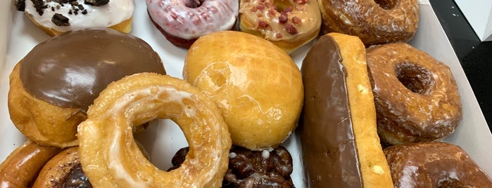 Texas Donuts is one of Coffee & Bakeries ☕️🥐.
