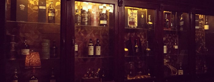 Wallace•Whisky Bar is one of Posti che sono piaciuti a Ursula.