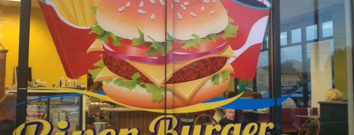 River burger café is one of Mさんのお気に入りスポット.