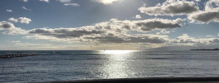 Waikīkī Beach is one of Michelle'nin Beğendiği Mekanlar.