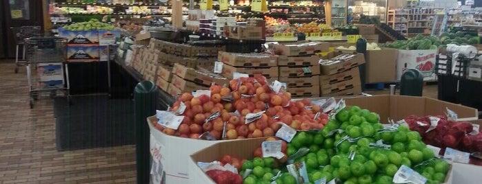 Woodman's Food Market is one of Orte, die Rachel gefallen.