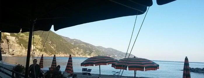 Beach Bar Stella Marina is one of Locais curtidos por Nicoli.