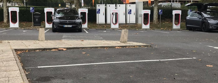 Tesla Supercharger Marne-la-Vallée is one of Superchargeurs Tesla en France.