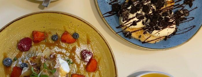 Seven Sundays is one of Düsseldorf Best: Coffee & desserts.
