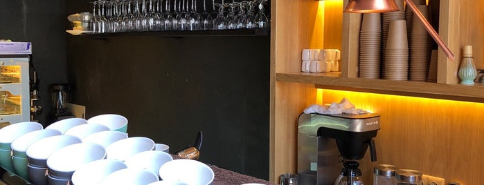 Takava Coffee-Buffet is one of Locais curtidos por Andrew.