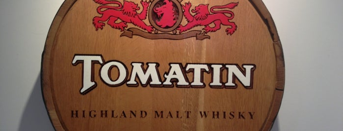 Tomatin Distillery is one of Lugares favoritos de Sarah.