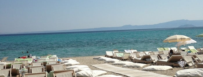 Μόλος on the Beach is one of CLUB & BARS And Coffee.