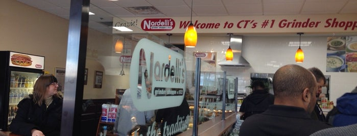 Nardelli's Grinder Shoppe is one of Lieux qui ont plu à Kyle.