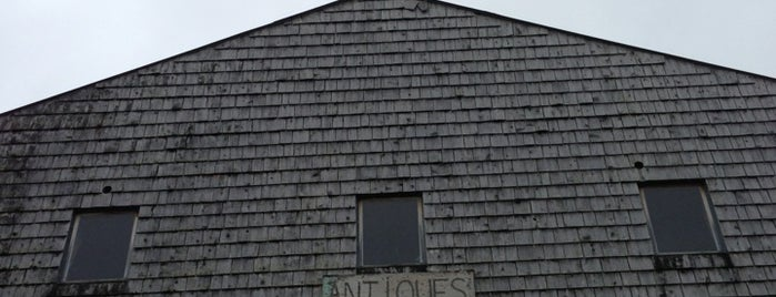 Big Chicken Barn Books and Antiques is one of Maine.