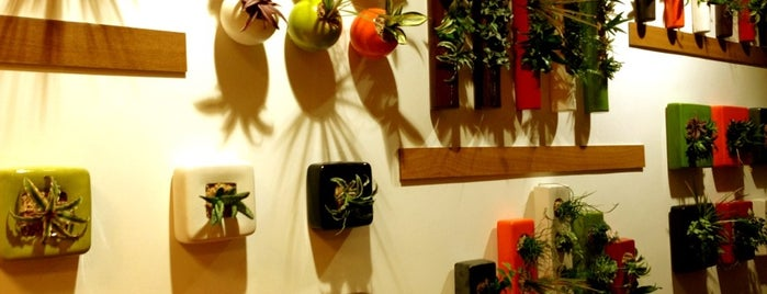 Flowerbox Gallery is one of Damla 님이 저장한 장소.