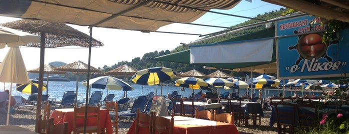 O Nikos Restaurant Panormos is one of Lugares favoritos de Giorgos.