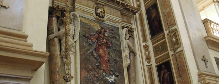 Chiesa di San Fedele is one of Milan's historical places hosting contemporary art.