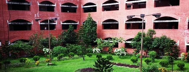 Shaheed Suhrawardy Medical College is one of Architecture.