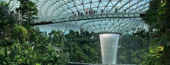 Jewel Changi Airport is one of Lieux qui ont plu à Christine.
