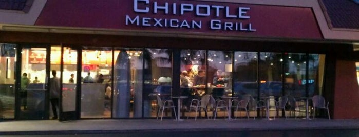 Chipotle Mexican Grill is one of Tempat yang Disukai Osiris.