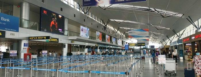 Domestic Terminal is one of Orte, die Bulent gefallen.