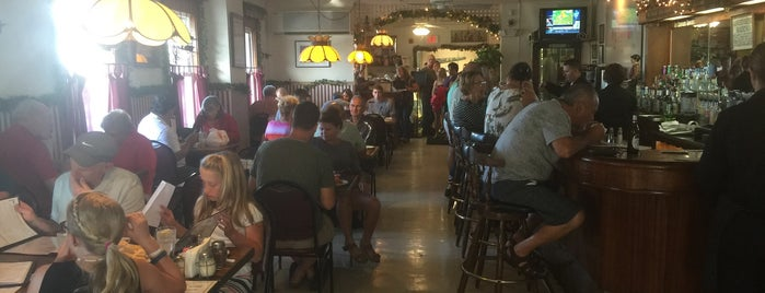 Franklin Hotel - Restaurant is one of Posti che sono piaciuti a tara.