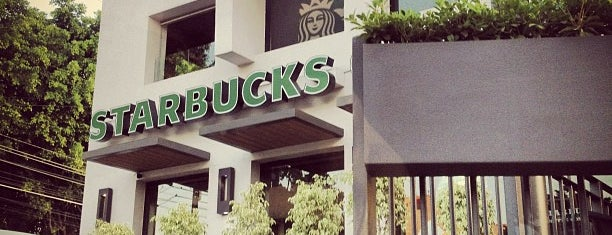 Starbucks is one of Lieux qui ont plu à Fernanda.