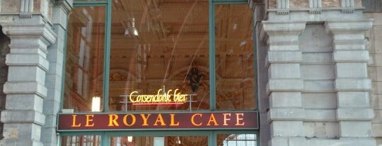 Le Royal Cafe is one of สถานที่ที่ Sarah ถูกใจ.