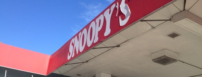 Snoopy's Hot Dogs & More is one of Get in my belly.