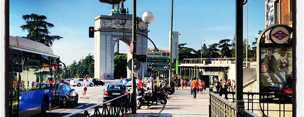 Plaza de la Moncloa is one of Ouss'un Beğendiği Mekanlar.