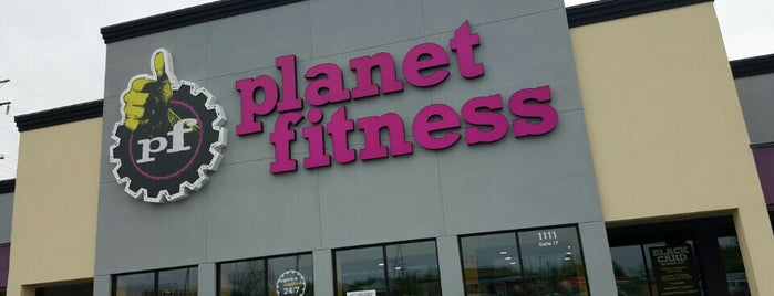 Planet Fitness is one of Orte, die Leslie gefallen.