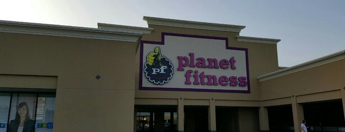 Planet Fitness is one of สถานที่ที่ Tania ถูกใจ.